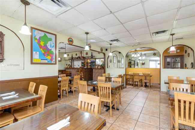 Vendo Restaurant Latino Miami Lakes $ 120,000